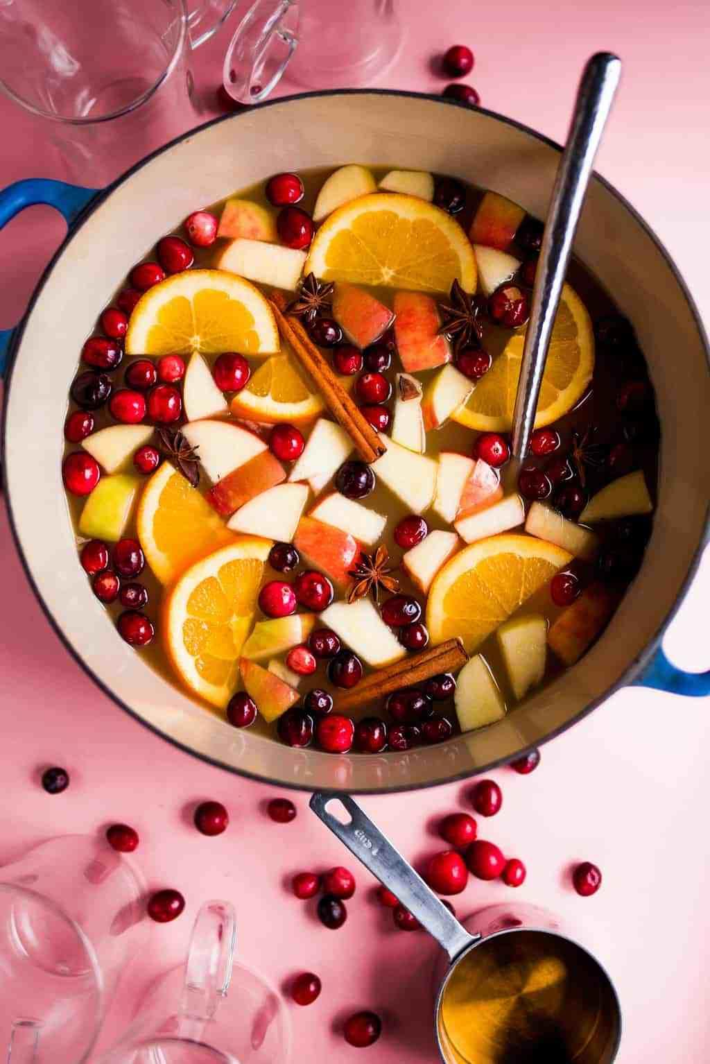 3 công thức trà táo-quế cực chill để cải thiện sức khỏe hàng ngày