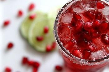 Cách pha trà hoa Atiso đỏ Hibiscus với nước ép lựu cực lạ miệng