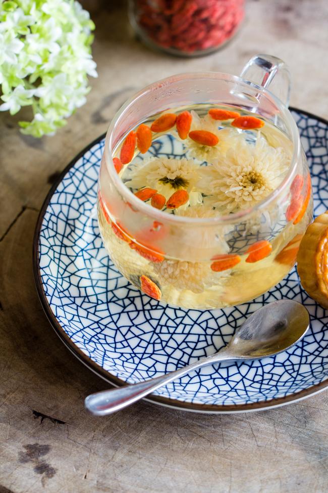 Cách pha trà hoa cúc kỷ tử thơm ngon dễ làm