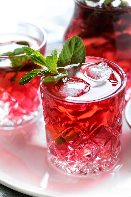Hướng Dẫn Cách Pha Trà Atiso Đỏ Ủ Lạnh - Hibiscus Cold Brew Đơn Giản Tại Nhà