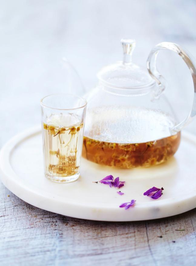 """Hướng dẫn cách pha trà hoa cúc và hoa oải hương – Cặp đôi """"thư giãn"""" tuyệt vời"""
