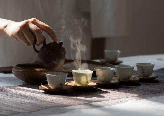Vì sao trà quý đắt tiền thường có hương vị nhẹ